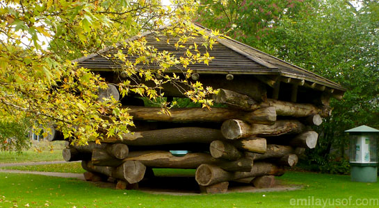 Log-playhouse
