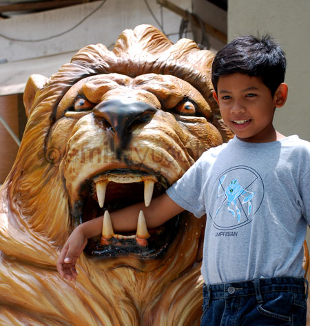 Yassin-and-lion-statue