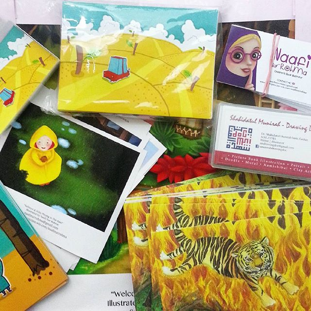 Prints, postcards and namecards of illustrators that I will carry with me to Bologna. Few more on the way.