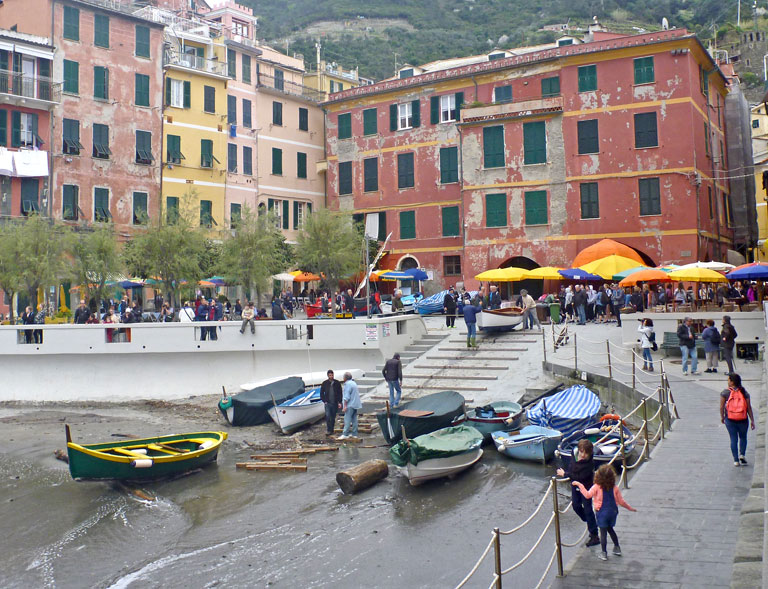 boats at Piazza Marconi
